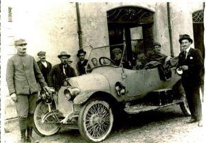 Auto d'epoca quattro castella