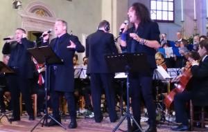 Cantautore Franco Simone a Canossa Alberto Venturini a Sinistra