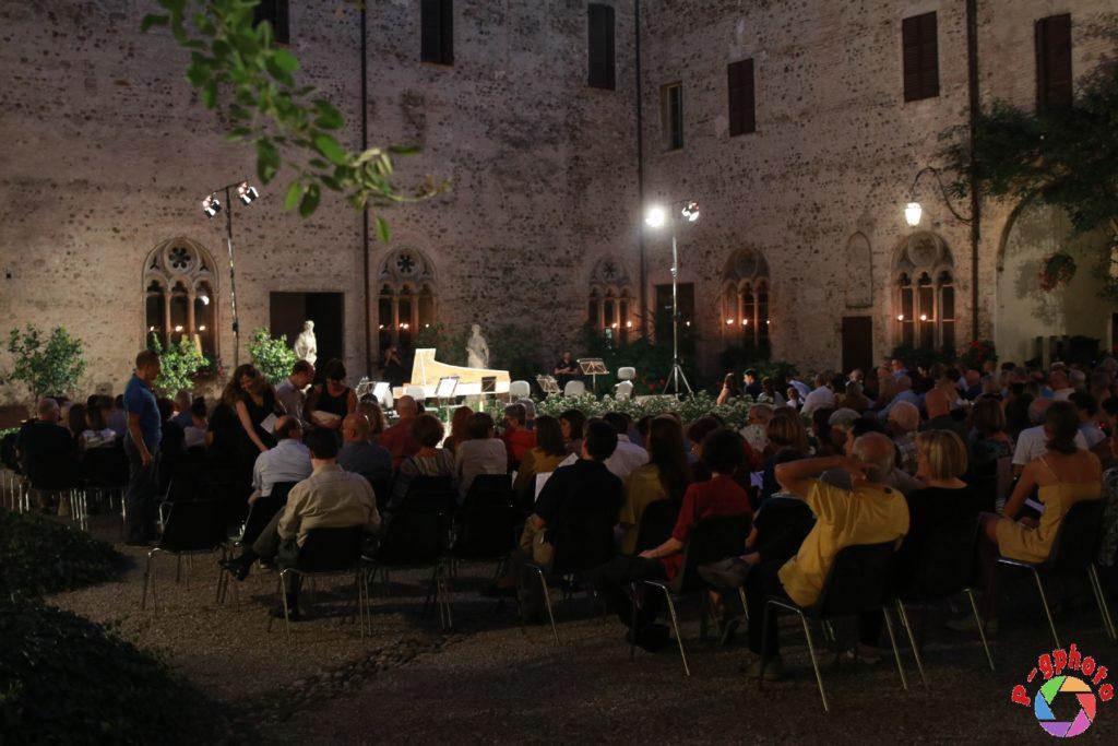 Il colore della notte, l'armonia delle stagioni Castello di Montechiarugolo, foto di Paolo Gando