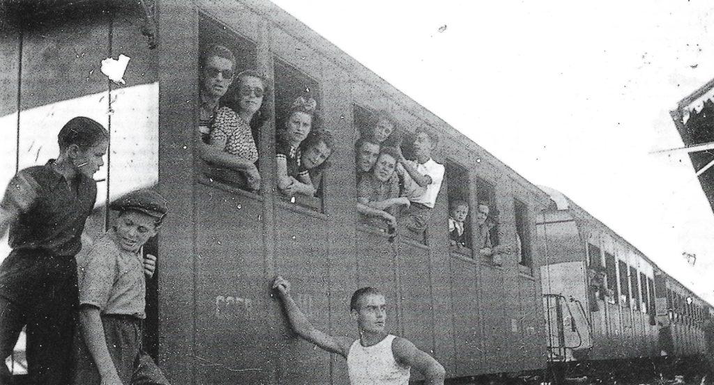 """Il treno dei bambini"""" di Viola Ardone"""